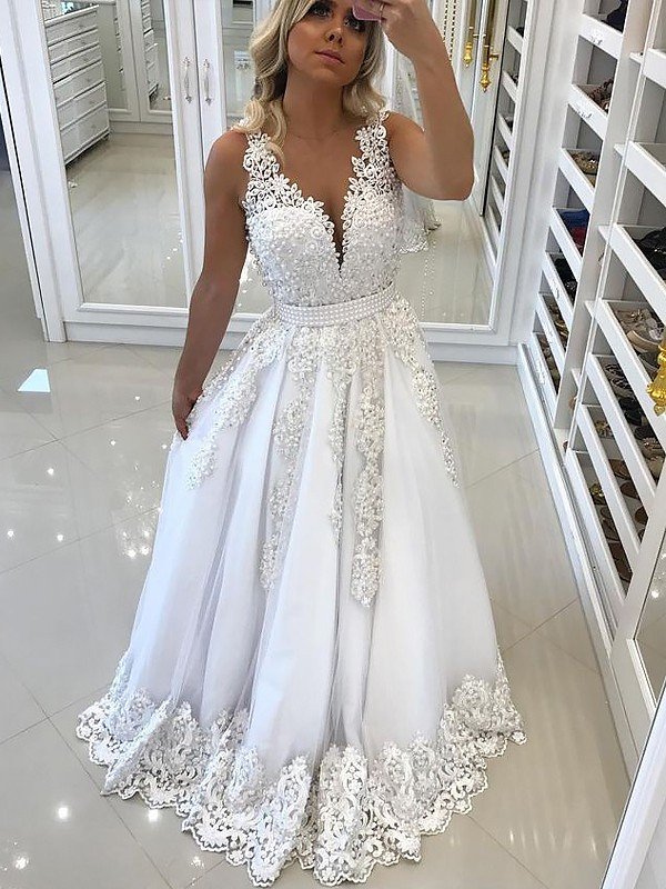 V-neck Brush Train White Prom Dresses with Lace
