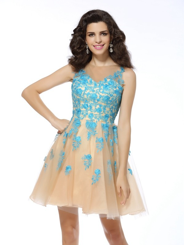 Champagne Bateau Short/Mini Homecoming Dresses with Applique