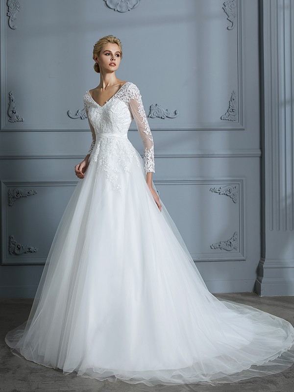 Ball Gown V-neck Court Train Ivory Wedding Dresses with Lace