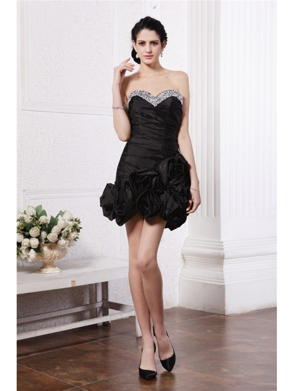 Sheath Sweetheart Short/Mini Black Homecoming Dresses with Beading