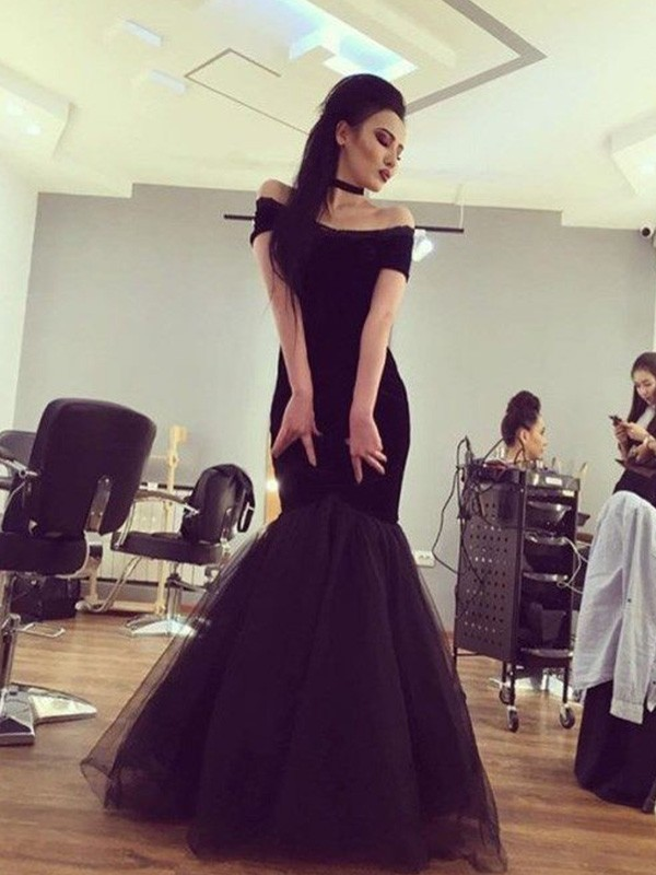 Black Off-the-Shoulder Tulle Floor-Length Prom Dresses