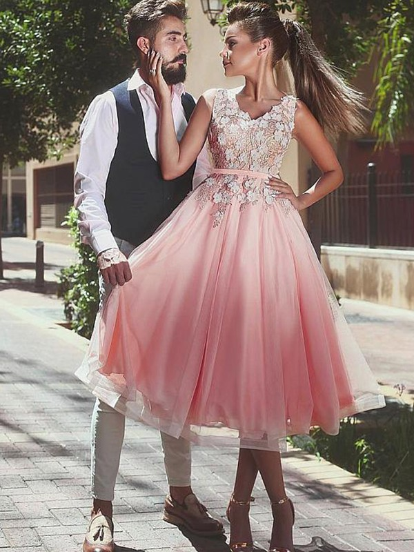 V-neck Short/Mini Pink Homecoming Dresses with Lace