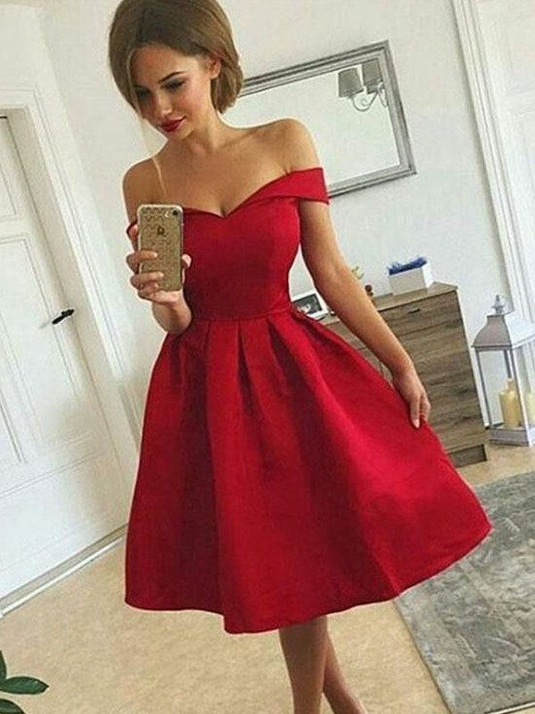 A-Line Satin Off-the-Shoulder Short/Mini Homecoming Dresses with Ruched