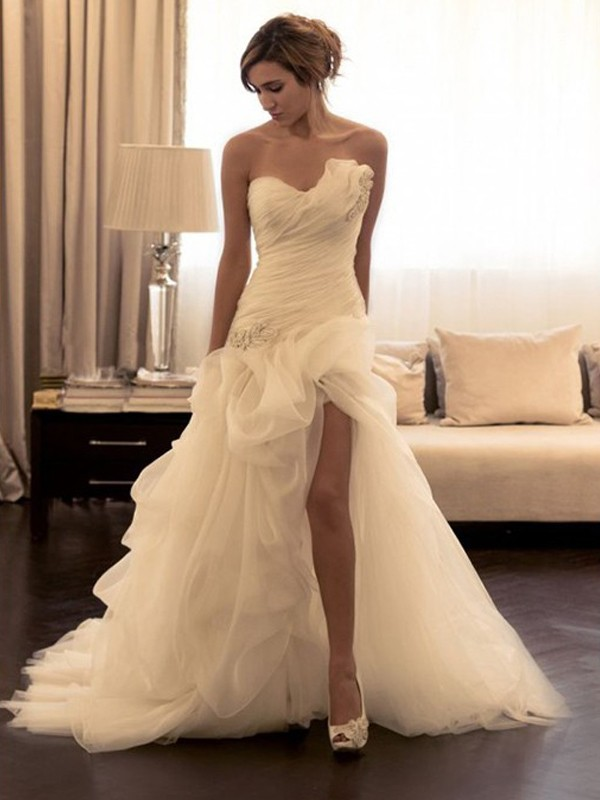 White Ball Gown Sweetheart Brush Train Wedding Dresses with Beading