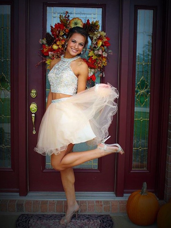A-Line Tulle Scoop Short/Mini Champagne Homecoming Dresses