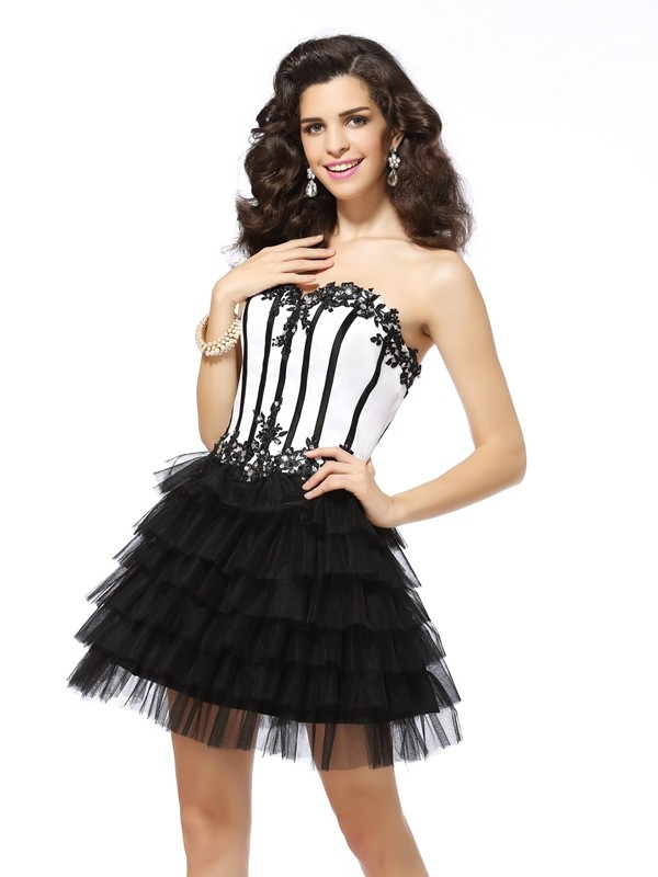 Black Sweetheart Short/Mini Homecoming Dresses with Applique