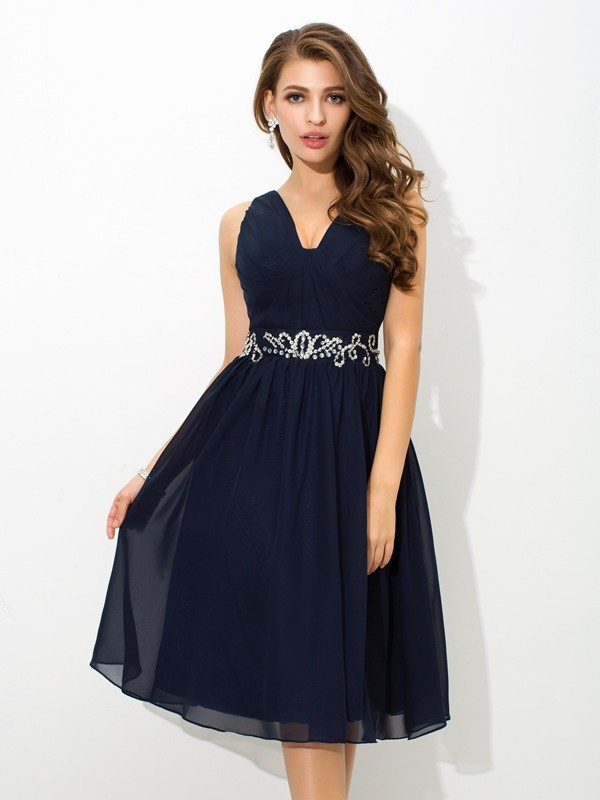 A-Line Chiffon Straps Knee-Length Homecoming Dresses with Beading