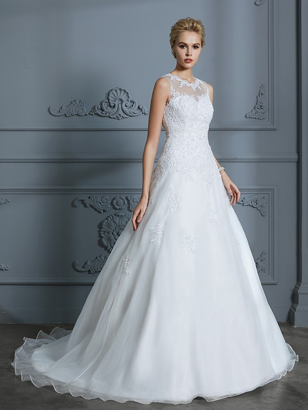 Ivory Ball Gown Scoop Court Train Wedding Dresses with Applique