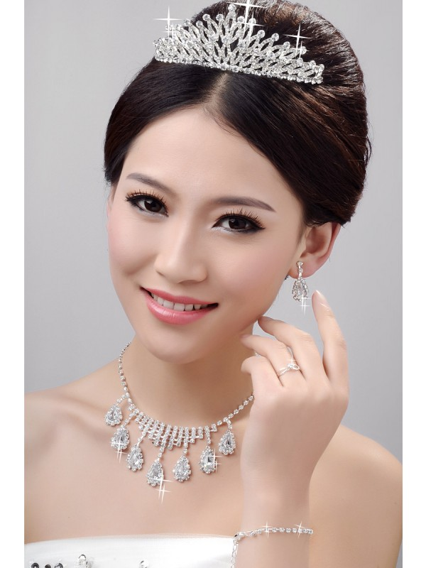 Awesome Alloy Clear Crystals Wedding Party Earrings Set