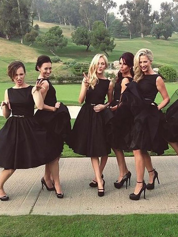 A-Line Satin Scoop Knee-Length Black Bridesmaid Dresses